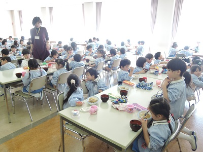 年少組レストラン給食